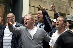 EDL-thugs