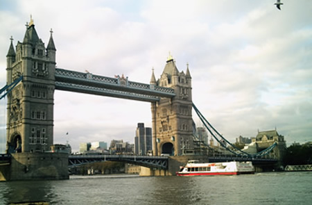 Tower-Bridge-YF-Boat-Party