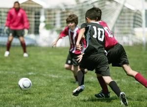 Boys-playing-school-football