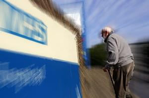 Elderly-gentleman-going-to-hospital