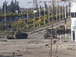 Tanks rolling into Homs