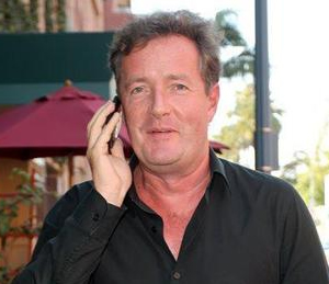 [Image: Piers-Morgan-on-the-phone.jpg]