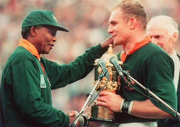 Nelson-Mandela-Francois-Pienaar-World-Cup-Final-1995