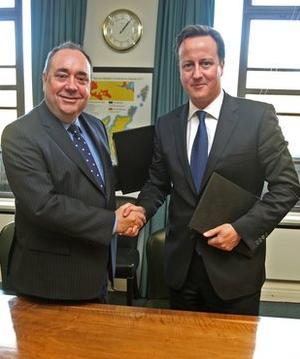 Alex Salmond and David Cameron sign the historic Edinburgh Agreement Scottish referendum deal