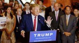 Donald_Trump_Signs_The_Pledge_14