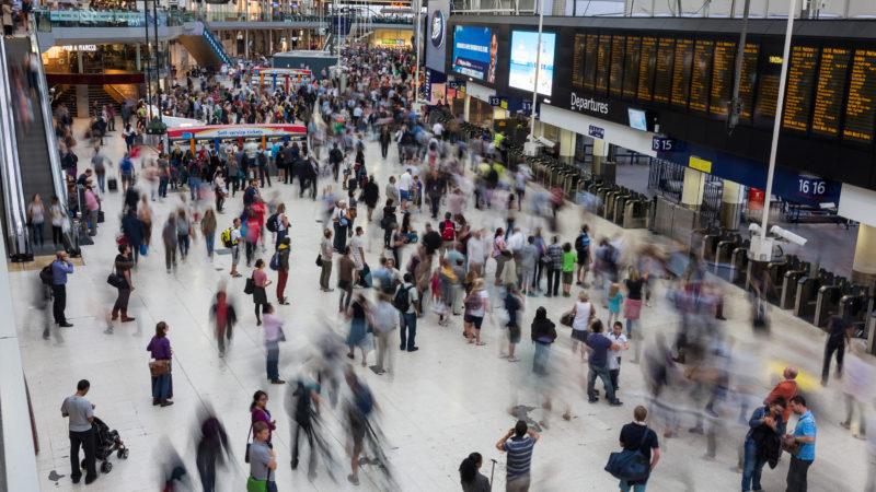 london_waterloo_interior_rush_hour_1_london_uk_-_diliff