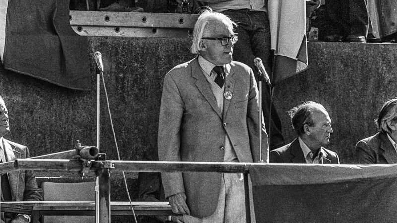 Michael Foot on campaign for Chilean solidarity - credit GillFoto